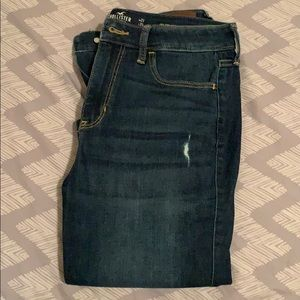 Hollister distressed high rise jeans 5L (5 long)
